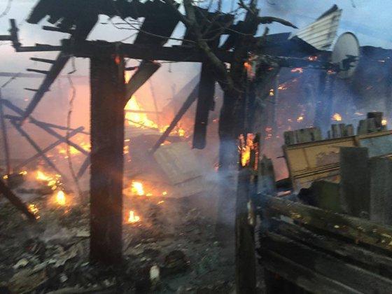 Imaginea articolului Incendiu violent într-o clădire în care funcţionează şi un bar, în Arad. 18 persoane intervin pentru stingerea incendiului