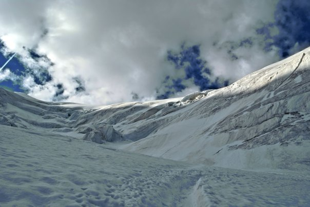 Imaginea articolului Şapte tineri sunt BLOCAŢI pe munte, la lăsarea serii, în golul alpin. Intervenţie dificilă pentru SALVAREA lor dusă de jandarmii din Sinaia. Pericolul reprezentat de zăpadă