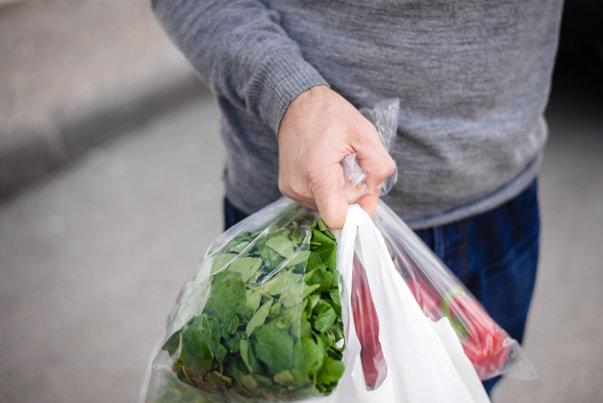 Imaginea articolului Data de la care vânzarea pungilor de plastic va fi INTERZISĂ