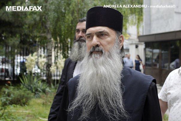 Imaginea articolului Arhiepiscopul Tomisului, Teodosie Petrescu, cercetat de DNA într-un nou dosar, printre acuzaţii fiind şi cea de mărturie mincinoasă/ Eparhia se declară surprinsă de urmărirea penală
