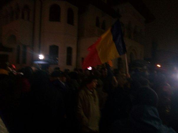 Imaginea articolului Protest în faţa Palatului Cotroceni. Fostul ofiţer SRI Daniel Dragomir şi parlamentarul Liviu Pleşoianu , printre protestatari | FOTO, VIDEO