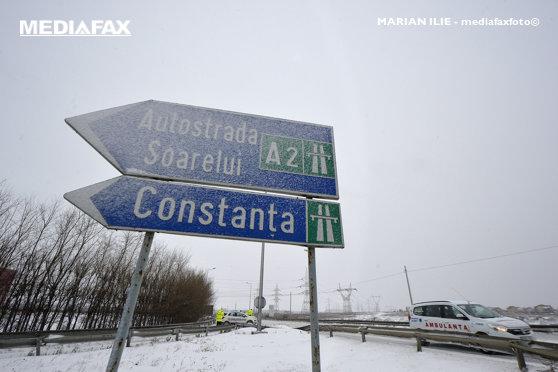 Imaginea articolului Trafic în condiţii de ninsoare şi viscol pe Autostrada A2 / Drumarii intervin cu nouă utilaje pentru curăţarea carosabilului