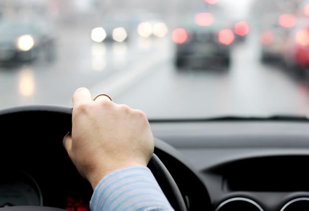 Infotrafic: Carosabil umed pe autostrăzi, Valea Prahovei şi Valea Oltului