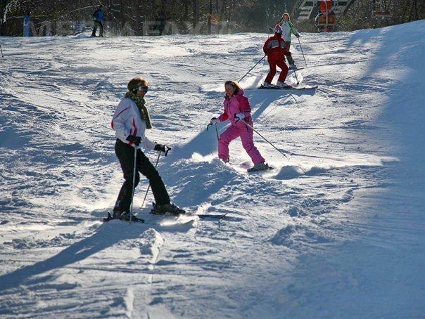 ACCIDENT pe părtia de schi din Sinaia: O fetiţă de 10 ani ajuns la spital, după ce a fost lovită de un tânăr cu snowboardul