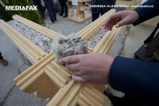 Imaginea articolului Lâna de oaie, folosită pentru izolarea caselor. Sistemul revoluţionar creat de un bistriţean
