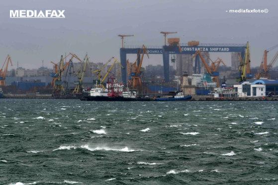 Imaginea articolului Un vas turcesc s-a scufundat în Portul Constanţa - GALERIE FOTO