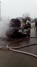 Imaginea articolului O maşină a luat foc în mers pe o stradă din Videle, Teleorman / La cât se ridică valoarea pagubelor | FOTO