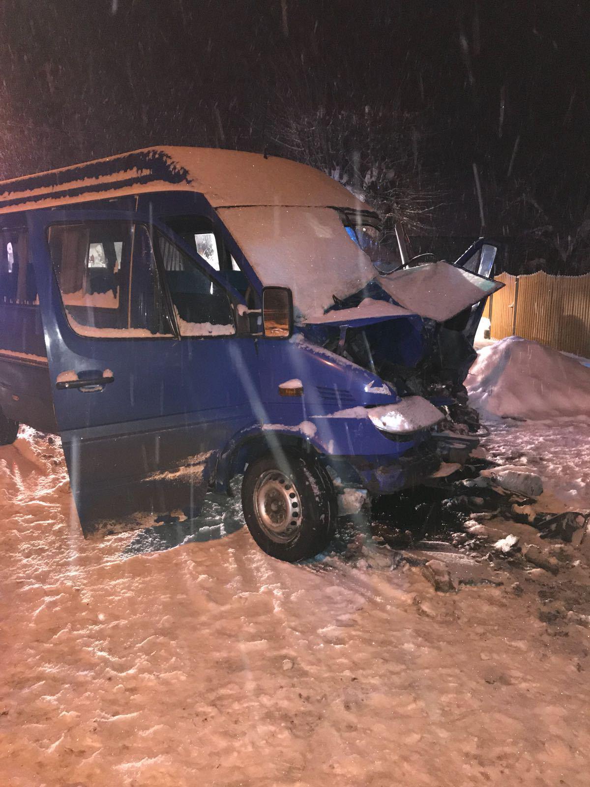 Şapte persoane, implicate într-un accident rutier în Dâmboviţa, între un microbuz şi un autobuz