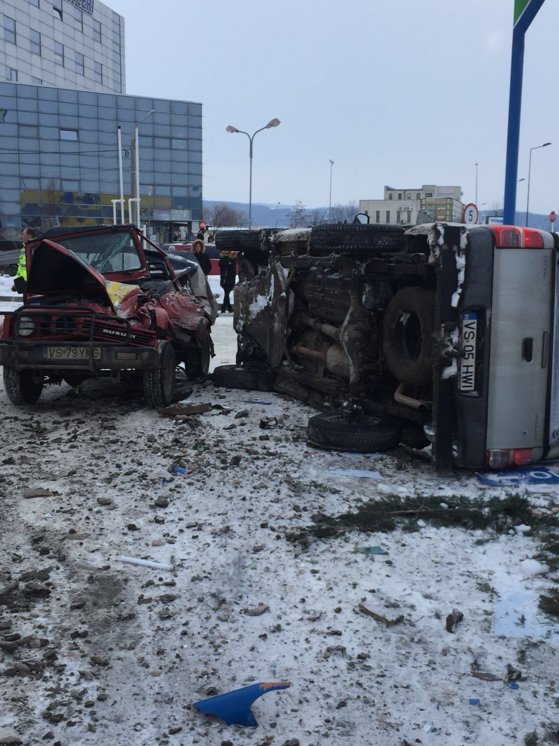 Imaginea articolului ACCIDENT grav la Vaslui: Trei maşini s-au ciocnit pe stradă, după ce unul din şoferi a făcut infarct | FOTO