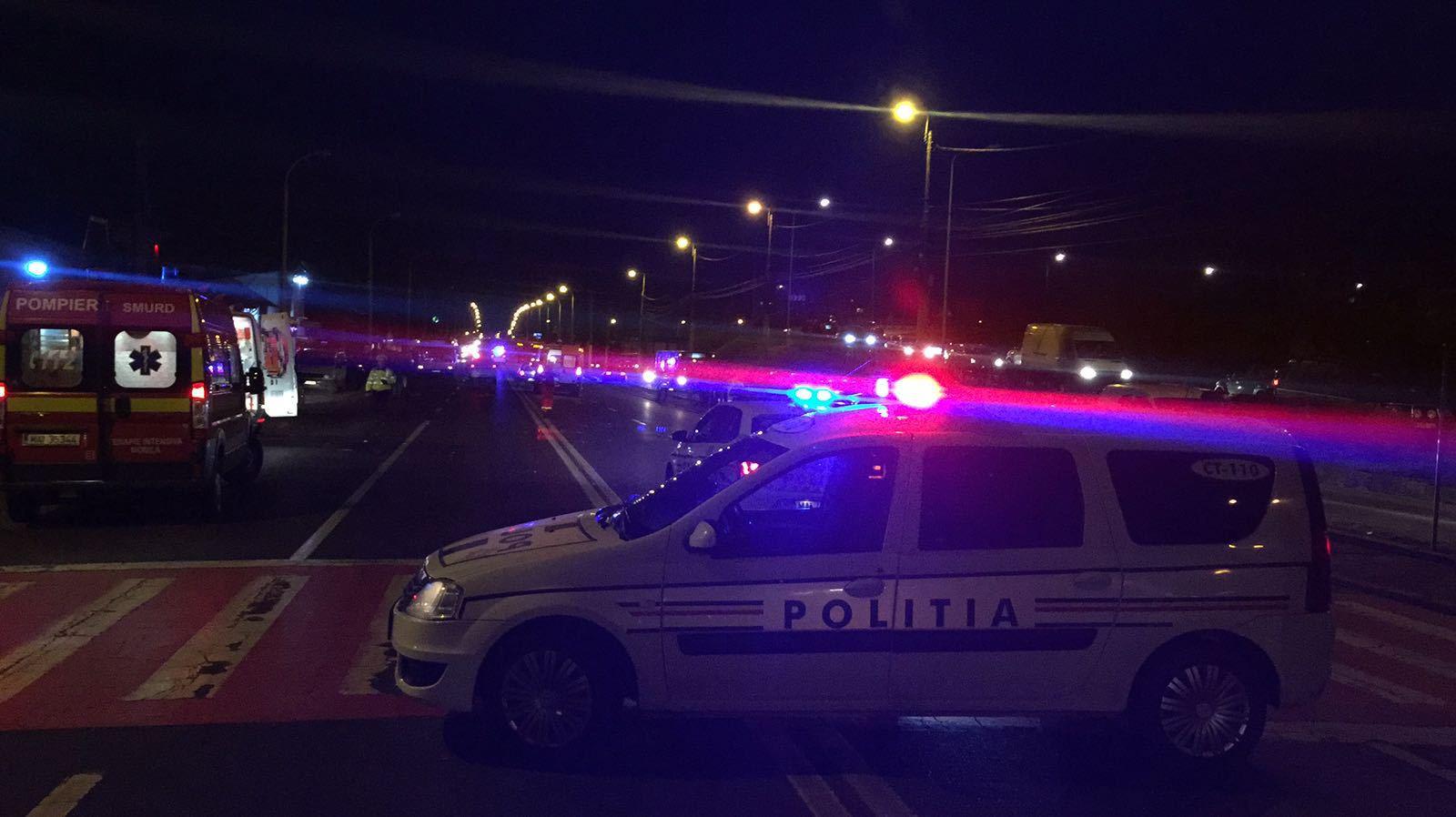 Accident între trei TIR-uri pe Valea Oltului. Traficul se desfăşoară pe un singur fir