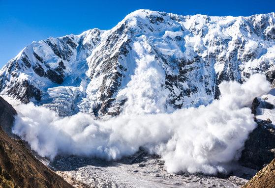Imaginea articolului Risc însemnat de producere a avalanşelor în Munţii Făgăraş şi Bucegi