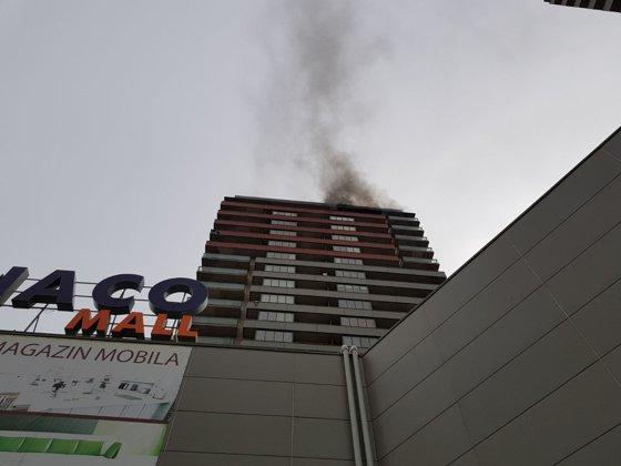 Imaginea articolului Incendiu într-un bloc dintr-un ansamblu rezidenţial din Berceni. Locatarii sunt evacuaţi