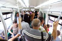 Bărbat înjunghiat într-o staţie de autobuz din Bucureşti/ UPDATE: Agresorul a fost prins, după mai multe ore de căutări