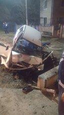 Imaginea articolului Un tânăr a murit, iar altul a fost grav rănit, după ce au intrat cu maşina într-un cap de pod | FOTO