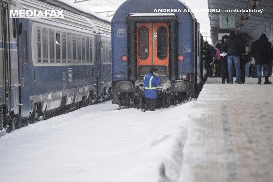 Imaginea articolului CFR: Mai multe trenuri, ANULATE din cauza fenomenului de chiciură de la nivelul firelor de contact / Circulaţia rutieră, deschisă pe toate sectoarele de autostrăzi şi drumuri naţionale