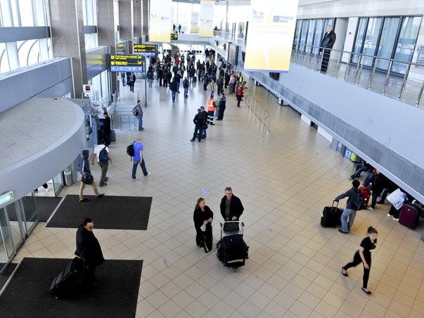 Imaginea articolului CIRCULAŢIA pe Aeroportul Otopeni, perturbată: Zboruri DECALATE şi anulate. Avioanele decolează şi cu 40 de minute întârziere