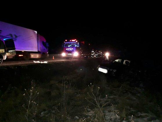Imaginea articolului Acident în Timiş: Zece persoane, dintre care trei copii, rănite după ce două maşini au fost lovite de un TIR/ Traficul, blocat pe ambele sensuri pe DN 6 | FOTO