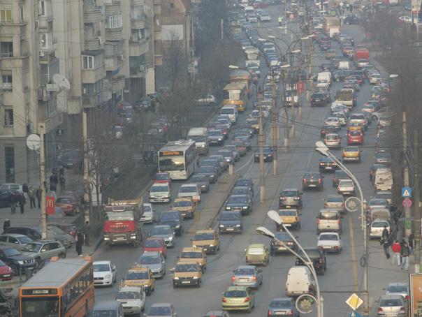 Imaginea articolului Ar putea fi interzisă circulaţia maşinilor puternic poluante în Capitală? Proiectul care propune introducerea treptată a EMBARGOULUI