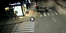 Imaginea articolului Accident auto demn de cascadoriile de la Hollywood, într-o intersecţie din România. VIDEO camere de supraveghere