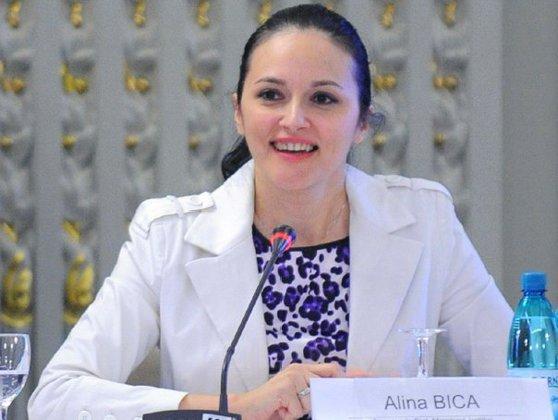 Imaginea articolului Alina Bica, refugiat în Costa Rica. Avocatul său spune că îi este imposibil să ajungă în România: S-au desfiinţat cursele maritime, singurele sunt de marfă/ Judecătorii nu-i recunosc statutul invocat