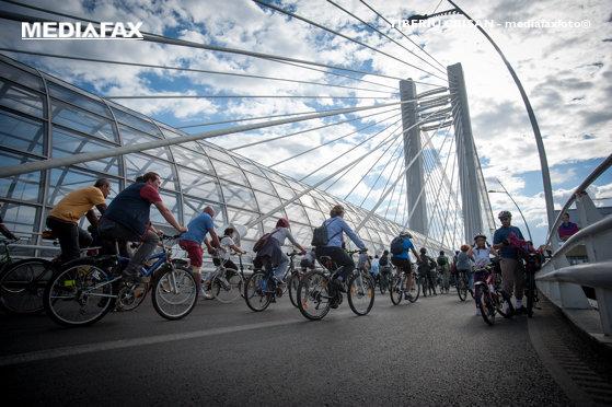 Imaginea articolului Marşul Bicicliştilor în Bucureşti | Protestatarii cer dezvoltarea pistelor în oraş şi acuză lipsa unei viziuni privind calitatea vieţii /  Poliţiştii restricţionează progresiv traficul rutier. Care este traseul