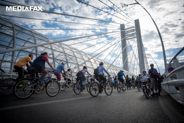 Imaginea articolului Marşul Bicicliştilor | Protestatarii au cerut dezvoltarea pistelor şi au acuzat lipsa unei viziuni privind calitatea vieţii / UPDATE Reacţia Primăriei Capitalei: Proiectul de construire a 67 km de piste, demarat în 2018. Care vor fi cele 4 trasee