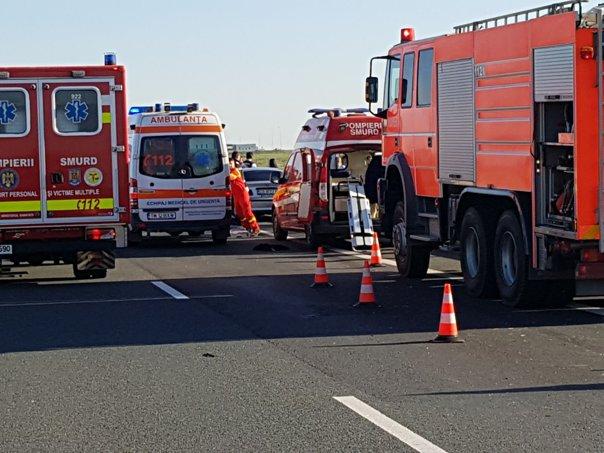 Imaginea articolului Accident GRAV pe Autostrada A1. Un mort şi patru răniţi, după ce o maşină s-a răsturnat/ Traficul a fost reluat