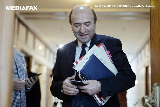 Imaginea articolului Tudorel Toader, întâlnire cu Dăncilă, luni, pe tema sesizării CCR în cazul refuzului preşedintelui de a o revoca pe Kovesi: Dacă va fi cazul, vom prelua noi propuneri, sugestii