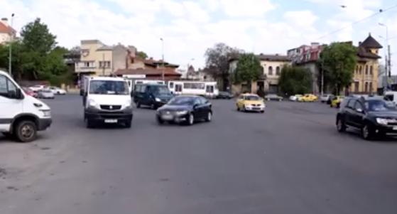Imaginea articolului Caz UIMITOR în Bucureşti. O femeie şi-a parcat maşina peste noapte în intersecţie. Câte ore a stat vehiculul până să fie descoperit de Poliţie - VIDEO