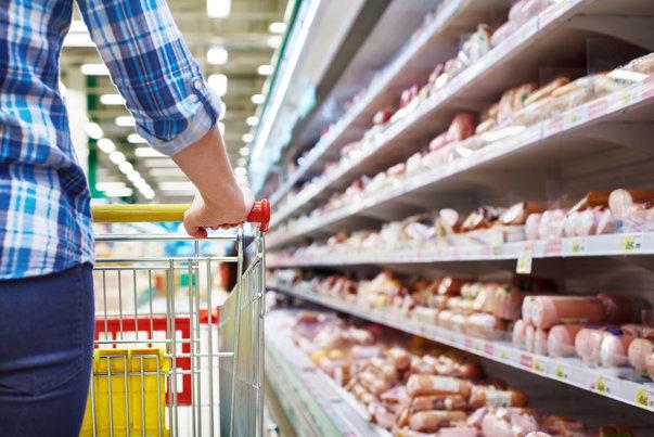 Imaginea articolului Frauda alimentară în România. Unele dintre cele mai comune alimente sunt şi cele mai uşor de contrafăcut. Ce însemn trebuie căutat pe etichetă