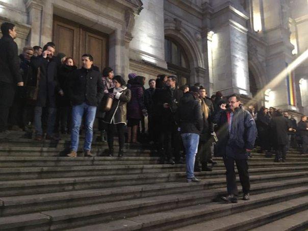 Imaginea articolului Magistraţii au protestat la Curtea de Apel Bucureşti, în ziua lor liberă. Nemulţumirile, legate de modificările legislative din justiţie - VIDEO