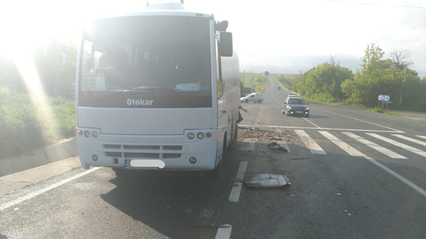 Imaginea articolului Accident grav la Constanţa: Un tânăr a murit şi prietena sa e rănită, după ce au intrat cu maşina într-un autobuz