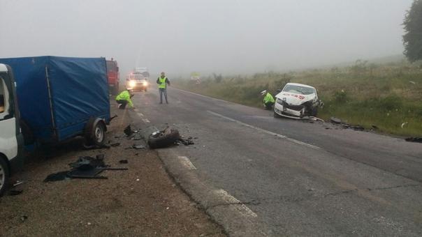 Imaginea articolului Trei persoane rănite în urma impactului dintre un microbuz şi un autoturism