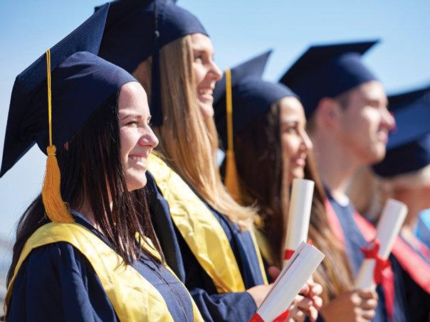 Imaginea articolului Rector Universitatea Bucureşti: Media pregătirii la universităţile particulare se află sub media universităţilor publice. Apariţia multor facultăţi private a dus la erodarea calităţii studiilor în România