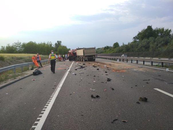 Imaginea articolului Mesajul Ministerului de Interne, pentru şoferii mijloacelor de transport în comun, după accidentul din Ungaria: Şoselele nu vă aparţin