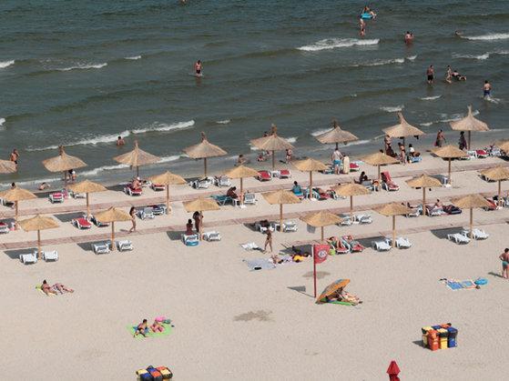 Imaginea articolului Minivacanţa de Rusalii. Zeci de mii de turişti , pe litoral. Jumătate din locurile de cazare, ocupate. Cea mai căutată staţiune