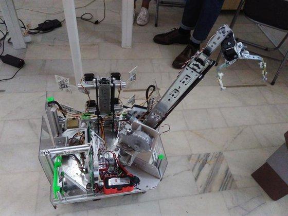 Imaginea articolului Dispozitiv care face apă potabilă din mări şi oceane şi robotul magazioner, INOVAŢII expuse la un Salon de Invenţii