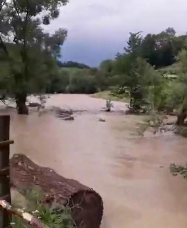 Imaginea articolului Cod PORTOCALIU de inundaţii pe râuri din 14 judeţe, până luni la ora 12.00