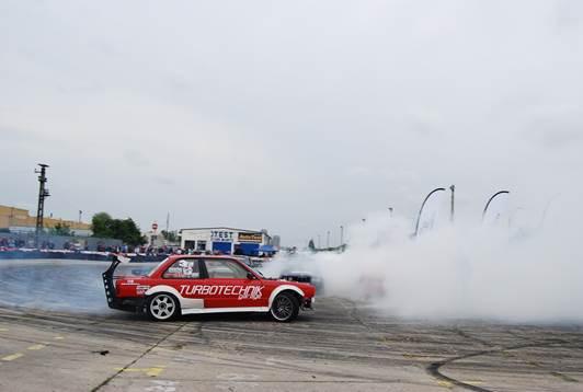 Imaginea articolului Campionatul Naţional de Drift de la Rânca, înterupt de o ambulanţă Salvamont în misiune