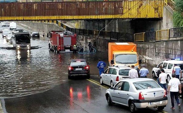 Imaginea articolului Mai multe străzi şi subsoluri din Bucureşti şi din Ilfov, inundate din cauza ploii