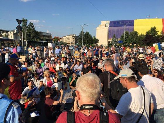 Imaginea articolului Protest în Piaţa Victoriei. Traficul este parţial blocat   FOTO, VIDEO