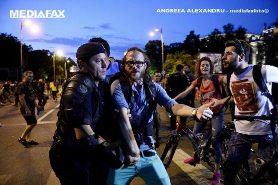 Imaginea articolului Jurnalistul german ridicat de Jandarmerie în timpul protestelor de miercuri seară, amendat cu 500 de lei /  Reacţia lui Paul Arne Wagner