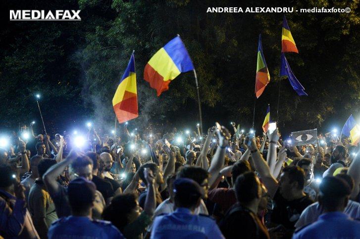 Imaginea articolului Jandarmeria a aplicat amenzi de peste 7.000 de lei protestatarilor ridicaţi miercuri seară în zona Piaţa Victoriei