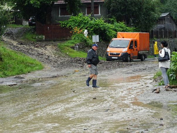 Imaginea articolului Inundaţii în Apuseni: Drumuri blocate şi gospodării distruse de ape, în Munţii Apuseni, după o ploaie torenţială   FOTO