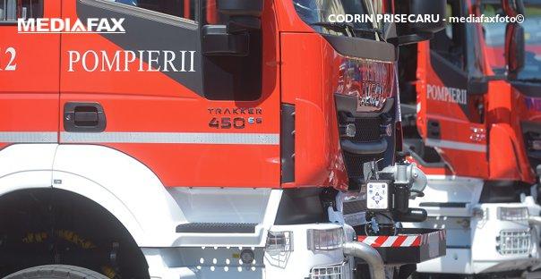 Imaginea articolului O maşină condusă de un şofer beat a luat foc după ce s-a răsturnat. Două persoane rănite