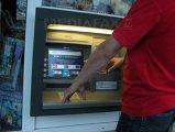 Cum a furat un tânăr 180 MII DE EURO de la o femeie după ce i-a schimbat datele bancare