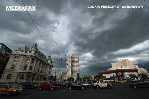 ALERTĂ METEO, emisă în urmă cu puţin timp! COD GALBEN de FURTUNĂ în Capitală. Mai multe judeţe, sub cod PORTOCALIU de ploi