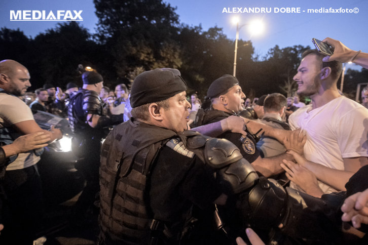 Imaginea articolului Jandarmeria răspunde pentru prima dată CRITICILOR, după intervenţiile de la ultimele proteste din Capitală: Suntem echidistanţi politic. Afirmaţiile, încercări de radicalizare