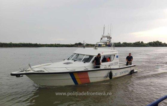 Imaginea articolului O ambarcaţiune care avea opt turişti români la bord s-a răsturnat pe Dunăre