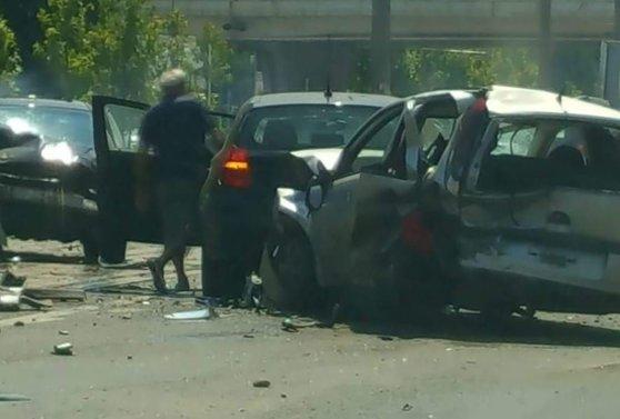 Imaginea articolului Şoferul care a lovit cinci maşini în nordul Capitalei, în timp ce era urmărit de poliţie, nu a fost încă prins
